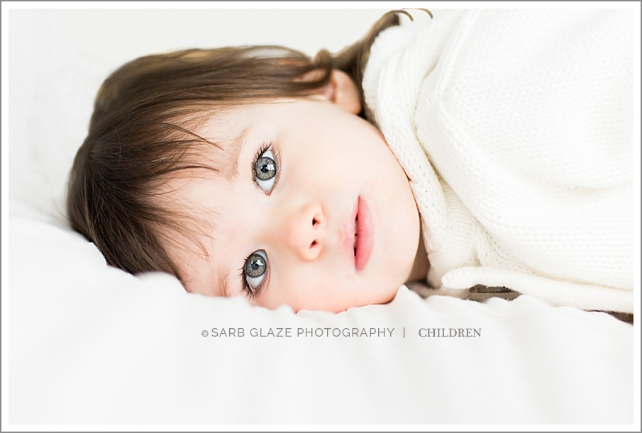 Holiday_Mini_Session_Short_Story_Christmas_Photography_Photographer_Vancouver_Natural_Light_Studio_Modern_Chic_Classic_0003
