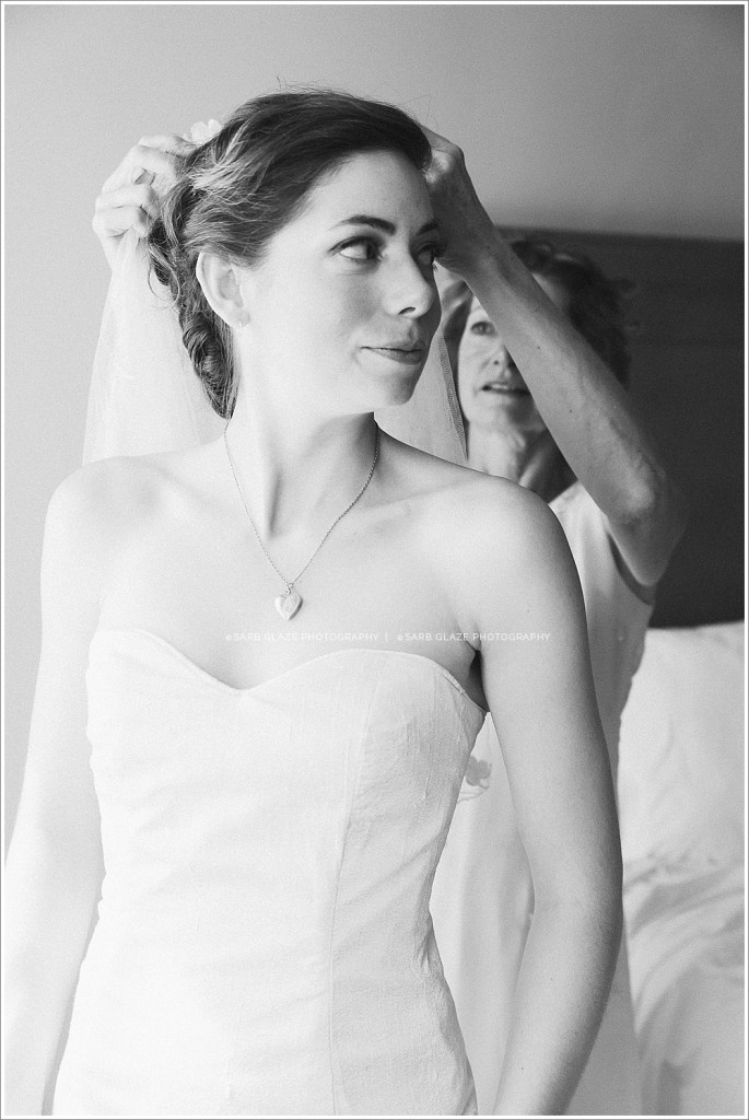 Vancouver_Wedding_Photographer_Sylvia_Hotel_Yaletown_First_Look_0006