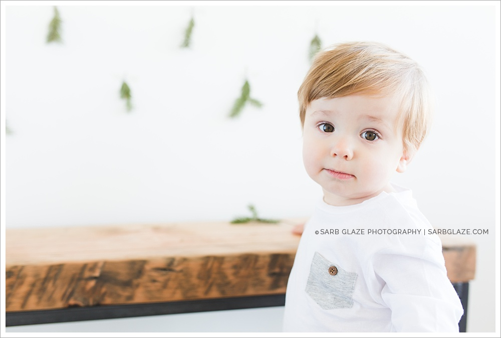 Evan_Christmas_Holiday_Mini_Session_Vancouver_Children's_Natural_Light_Studio_Portrait_Photographer_Modern__0001