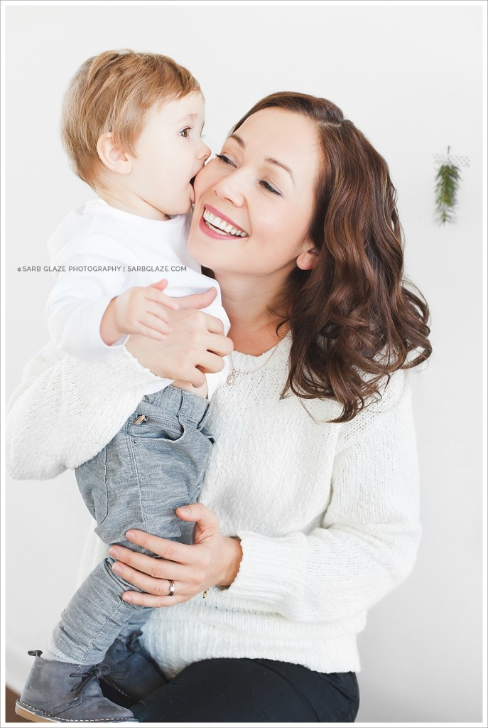 Evan_Christmas_Holiday_Mini_Session_Vancouver_Children's_Natural_Light_Studio_Portrait_Photographer_Modern__0006