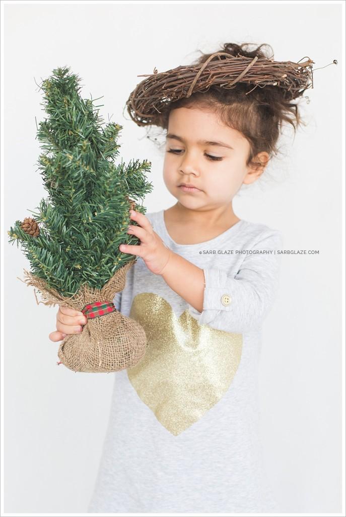 Mila_Christmas_Holiday_Mini_Session_Vancouver_Children's_Natural_Light_Studio_Portrait_Photographer_Modern_Clean_Simple_Fresh_0013