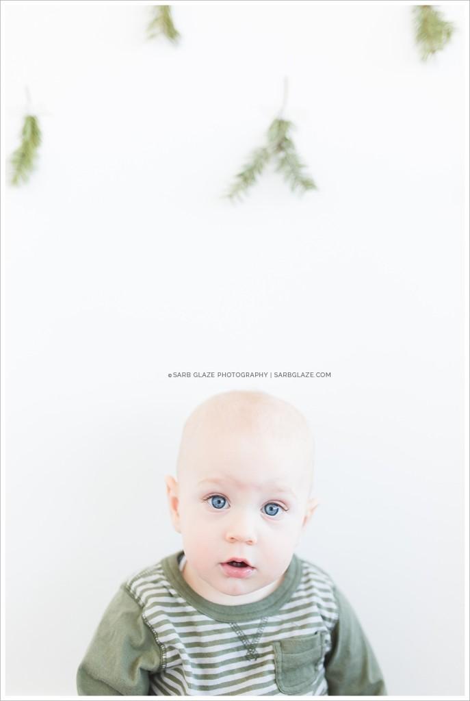Suzanne Vardy_Christmas_Holiday_Mini_Session_Vancouver_Children's_Natural_Light_Studio_Portrait_Photographer_Modern__0002
