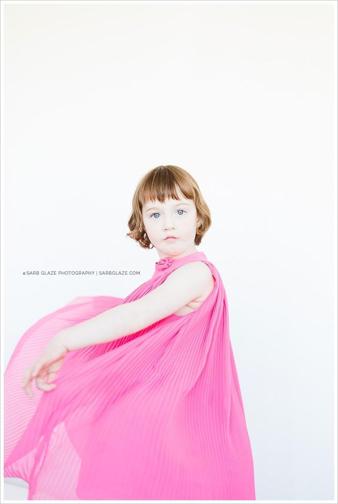 Suzanne Vardy_Christmas_Holiday_Mini_Session_Vancouver_Children's_Natural_Light_Studio_Portrait_Photographer_Modern__0011