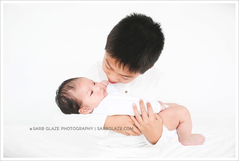 West_North_Vancouver_Newborn_Photographer_Family_Siblings_Studio_Portraits_Fresh_Clean_Modern_0008