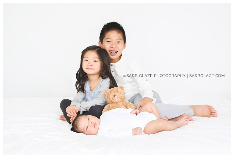 West_North_Vancouver_Newborn_Photographer_Family_Siblings_Studio_Portraits_Fresh_Clean_Modern_0010