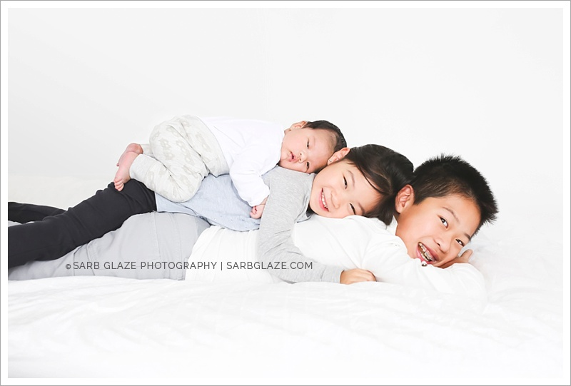 West_North_Vancouver_Newborn_Photographer_Family_Siblings_Studio_Portraits_Fresh_Clean_Modern_0020