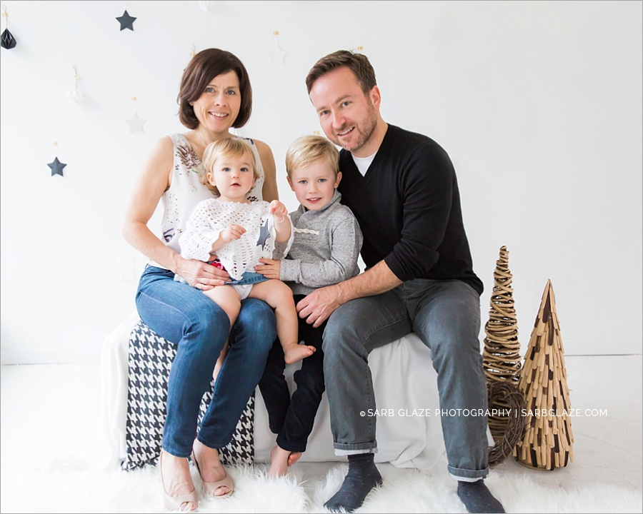 vancouver_christmas_holiday_mini_session_modern_bright_photographer_0009