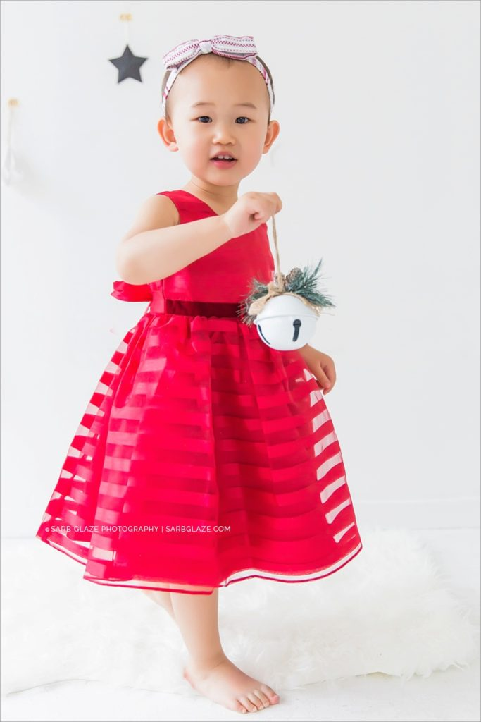 vancouver_natural_light_studio_christmas_holiday_photographer_modern_mini_session_0003