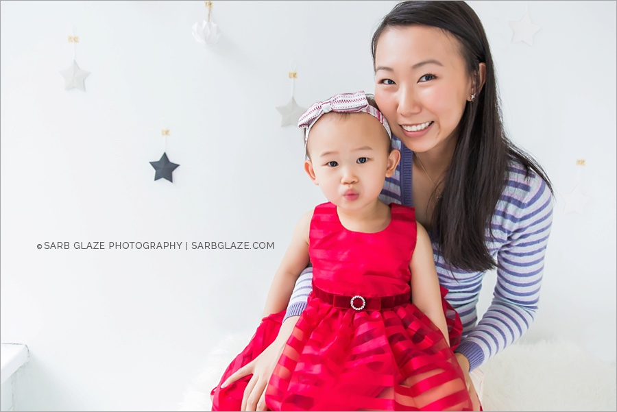 vancouver_natural_light_studio_christmas_holiday_photographer_modern_mini_session_0005